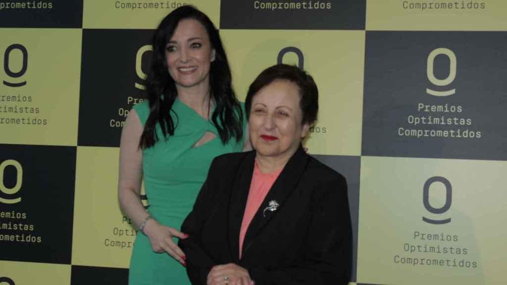 Shirin Ebadi y la autora de este artículo en la entrega de los premios de la revista 'Anoche tuve un sueño'.