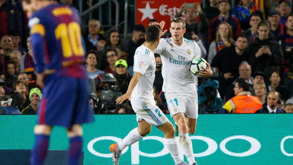 Gareth Bale celebrando  con Asensio su gol al FC Barcelona Foto: Manu Laya/El Bernabéu