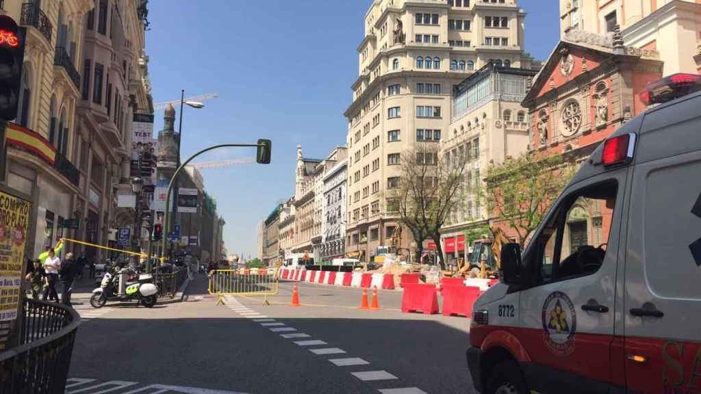 La calle Alcalá con Gran Vía, cortada al tráfico y a los peatones.