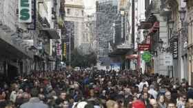 Aglomeración en la calle Preciados de Madrid para hacer las compras navideñas, en una imagen de archivo.