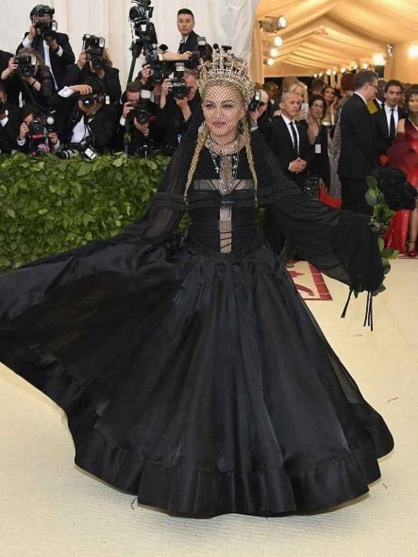 Madonna en la alfombra roja del MET.
