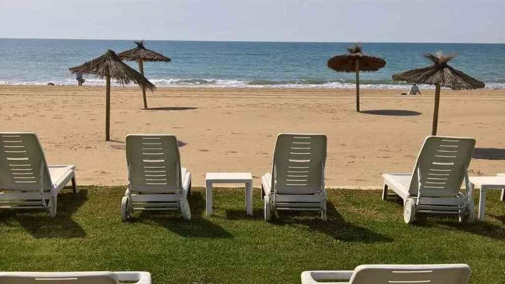 Fotografía que compartió en sus redes de una terraza en la orilla del mar, en Gavá.