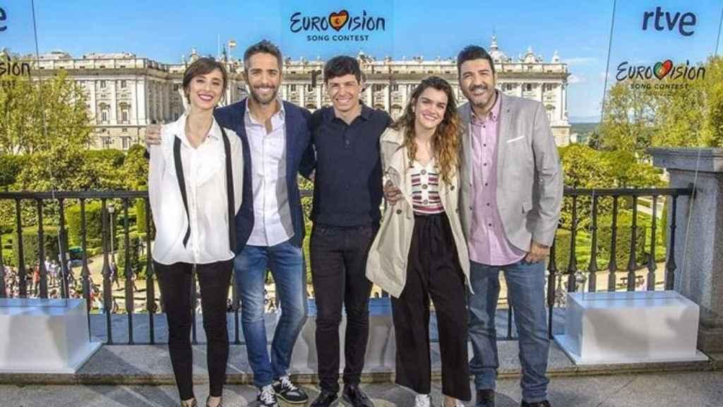 Con Alfred y Amaia, Roberto Leal, presentador de 'OT', y Julia Varela, su compañera de Eurovisión.