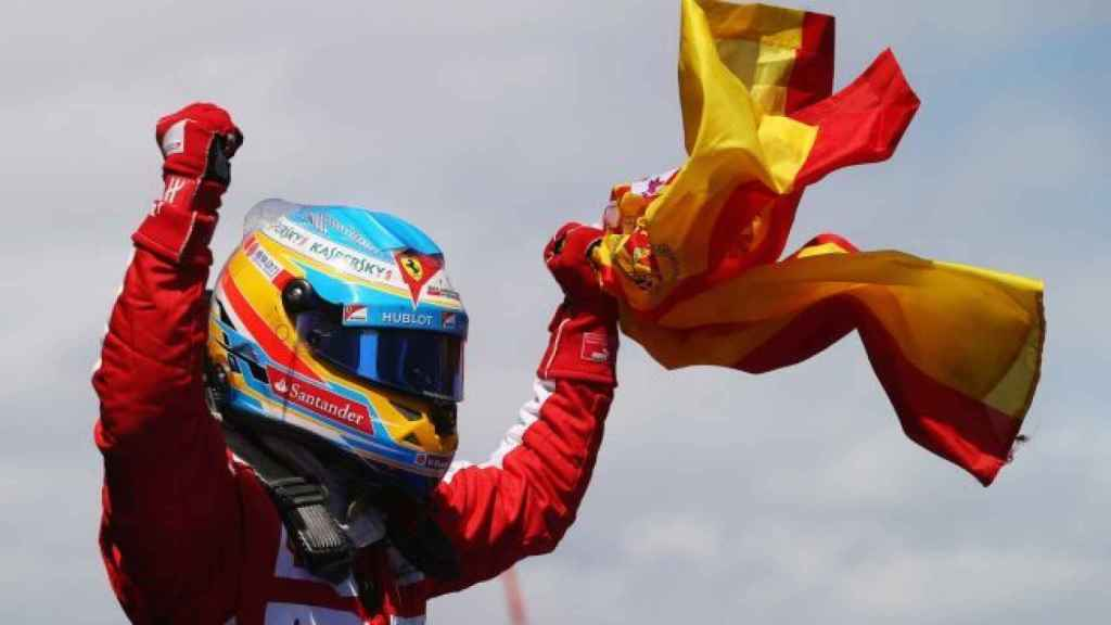 Fernando Alonso celebra su victoria en Montmeló en 2013.