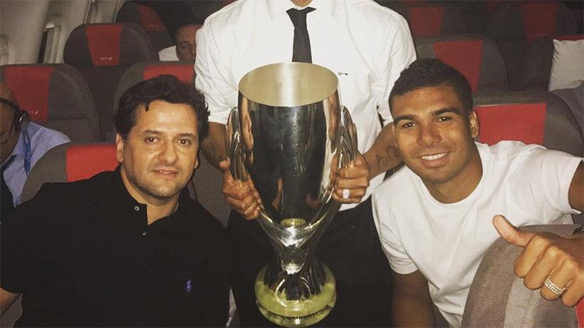 Juni Calafat junto a Casemiro. Foto: Instagram (@oficialrc3)