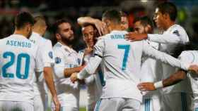 Jugadores del Real Madrid celebran un gol junto a Cristiano Ronaldo