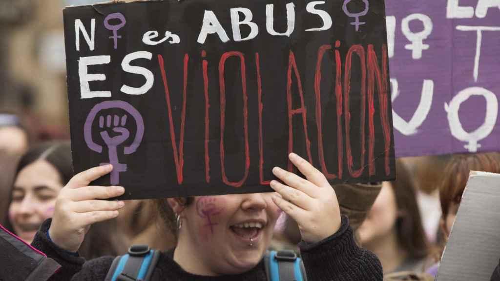 Centenares de personas se han manifestado este jueves en Vitoria en protesta de la sentencia de 'La Manada'.