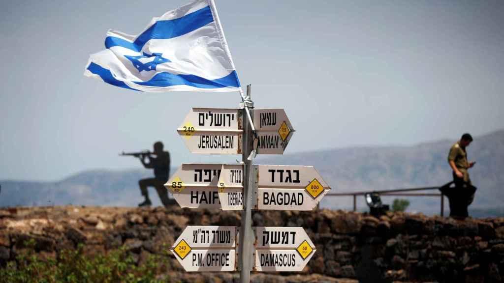 Imagen de un soldado israelí en las posiciones de los Altos del Golán.