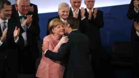 Merkel felicita a Macron en presencia del rey Felipe VI