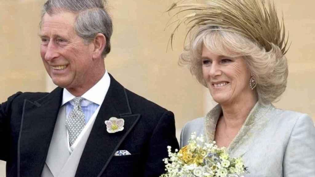 Imagen de la pareja a la salida de la capilla. Kensington Palace.