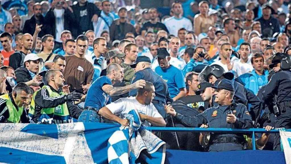 Ultras del Olympique de Marsella entran en conflicto con la policía.