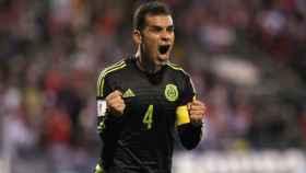 Rafael Márquez celebra un gol.