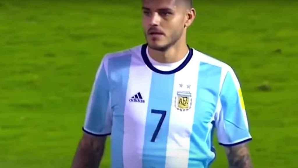 Mauro Icardi jugando con Argentina