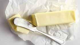 Los alimentos procesados como la margarina pueden contener grasas trans.