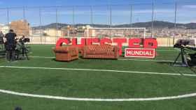 El campo de fútbol de la Satalia era el escenario de la entrevista de Risto con Iniesta.