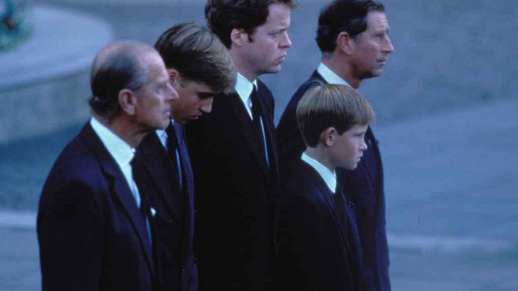 Harry, encabezó la misa funeral por su madre.
