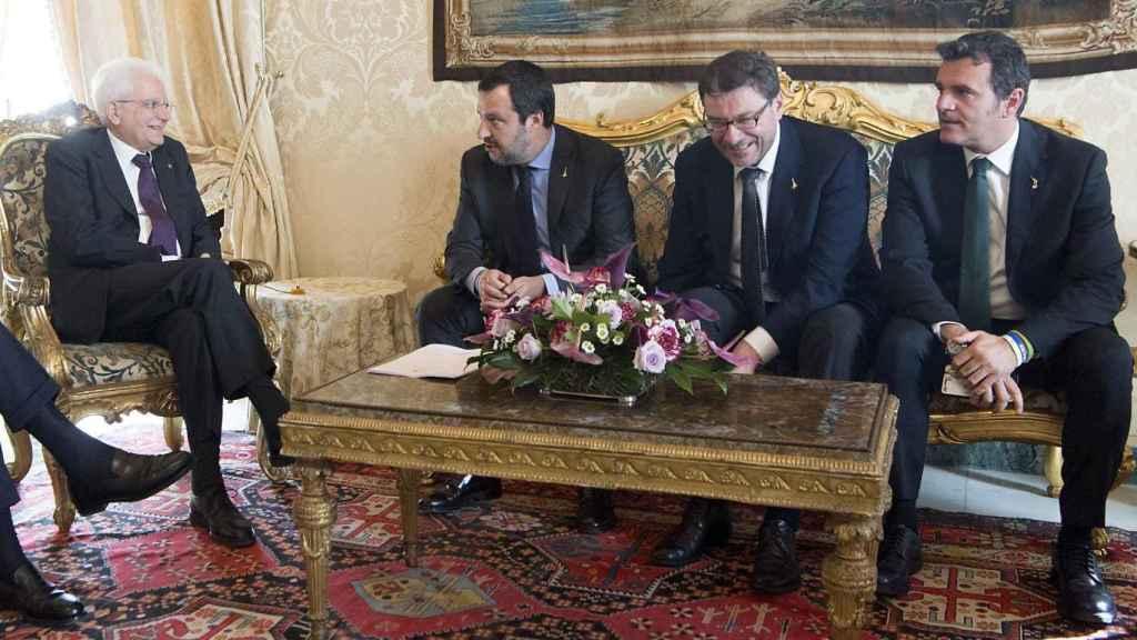 El presidente italiano, Segio Mattarella, durante su encuentro con Mateo Salvini, líder de la Liga.