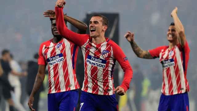 Griezmann y los jugadores del Atlético celebran la Europa League.