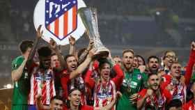 Fernando Torres levanta la Europa League.