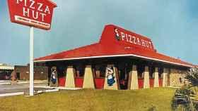 El clásico tejado rojo de Pizza Hut que diferenció la compañía en los años 70.