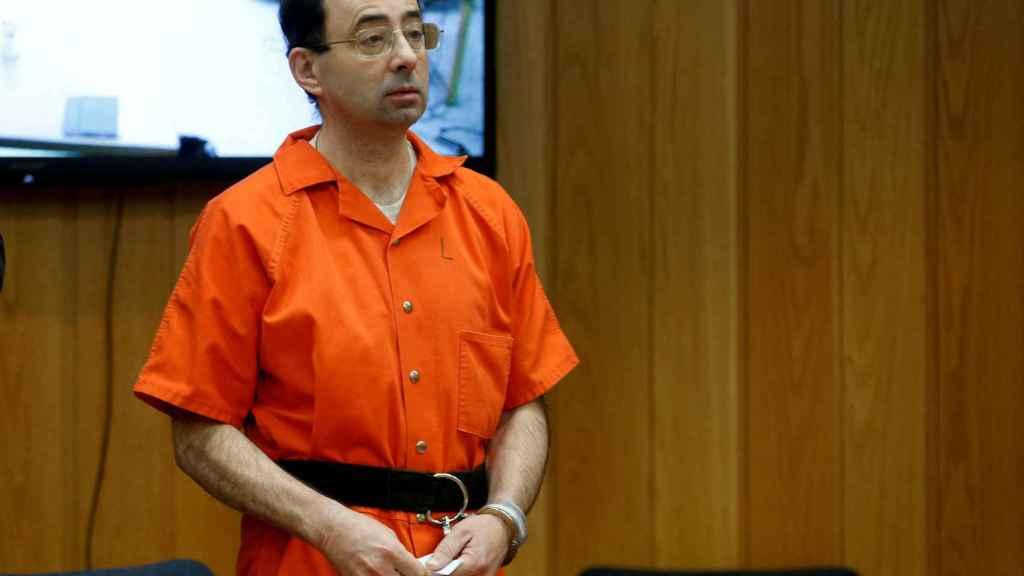 Larry Nassar durante el juicio en que cientos de víctimas contaron su historia frente a él.