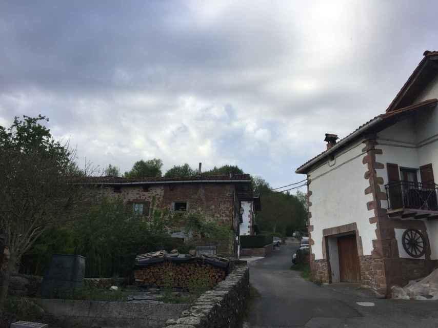 El barrio de Bozate, muy cerca de la entrada.
