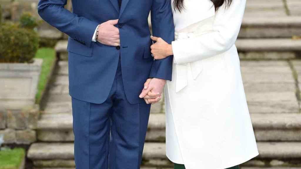 Harry y Meghan al anuncio su compromiso de boda.