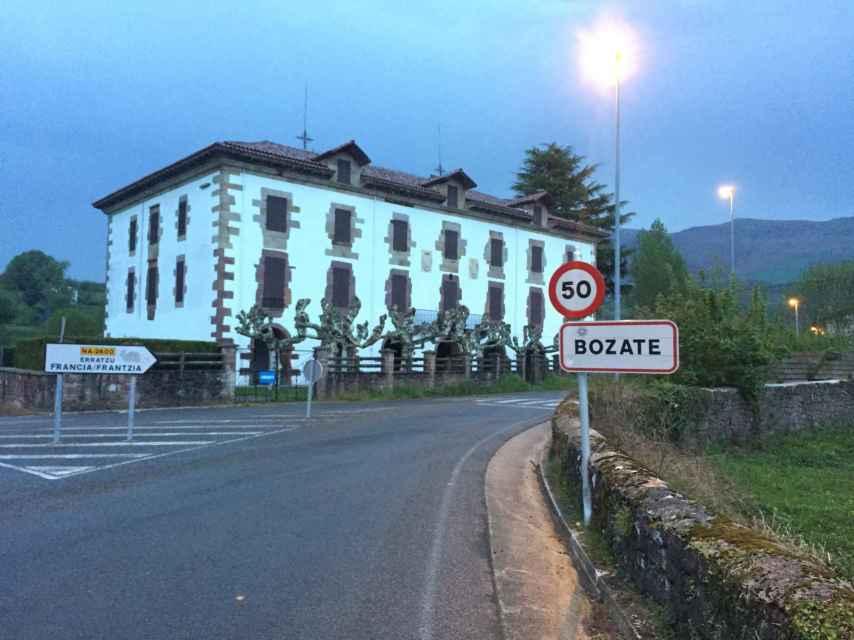 Entrada del barrio de Bozate, antes conocido como el barrio maldito.