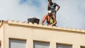 01 trabajadores tejado riesgo