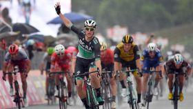 Bennett venció al sprint en la duodécima etapa del Giro.