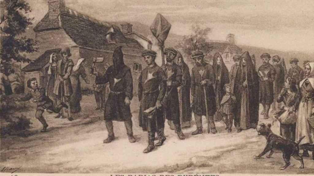 Una procesión en la que los agotes caminan señalados con la pata del pato en el pecho.