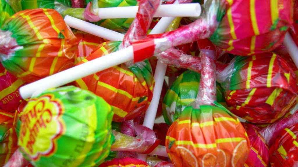 El palo del chupachups: el plástico que más gusta a los niños debería ser madera