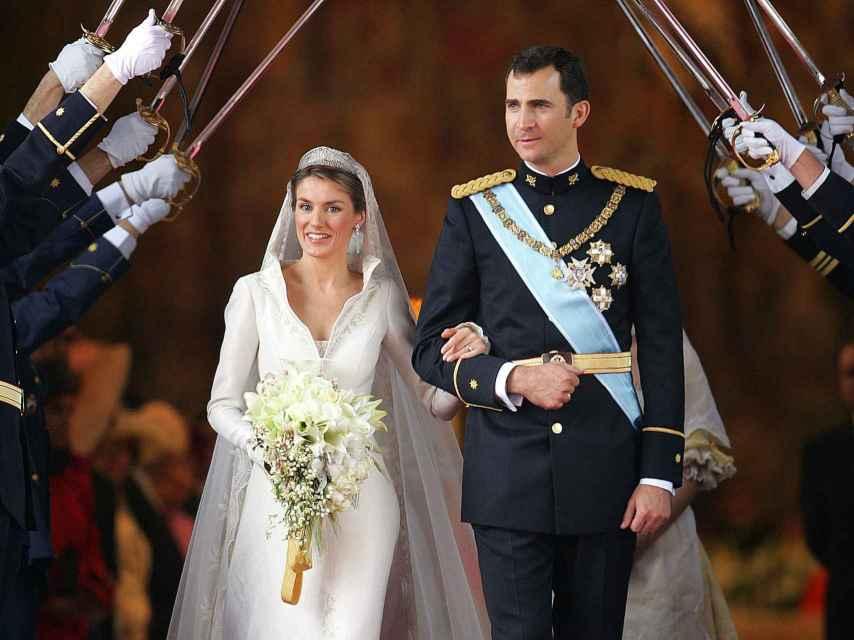 Los reyes Felipe y Letizia el 22 de mayo de 2004, cuando contrajeron matrimonio en la catedral de La Almudena