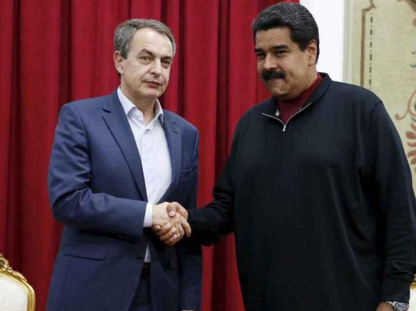 Zapatero junto a Maduro durante una visita a Venezuela.