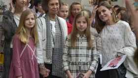 Las mujeres de la familia en la entrada de 'Billy Elliot'. Gtres.