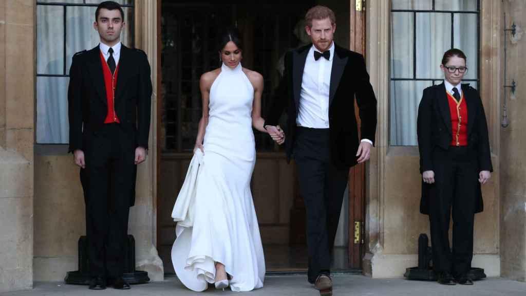 Meghan y Harry en su segunda aparición publica camino de la fiesta privada. Gtres.