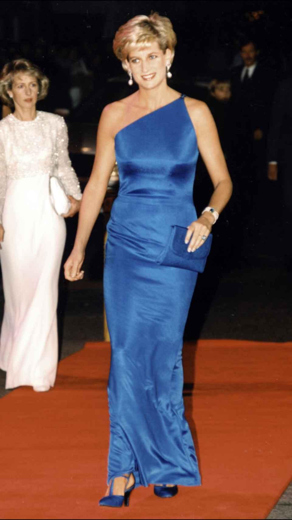 Diana de Gales con el anillo aguamarina.