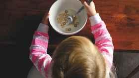 Las leches de crecimiento y desarrollo aportan nutrientes esenciales para los niños a partir de tres años.