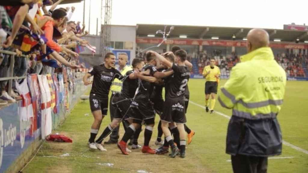 Los jugadores del Huesca celebran el ascenso a Primera División. Foto: Twitter (@SDHuesca)