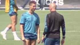 Cristiano Ronaldo y Zidane durante el entrenamiento