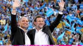 Mariano Rajoy y Francisco Camps en un mitin del PP celebrado en Valencia.