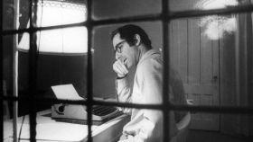 Philip Roth in fraganti en su estudio.