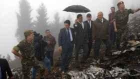 Federico Trillo, entonces ministro de Defensa, visita el lugar del accidente del Yak-42.