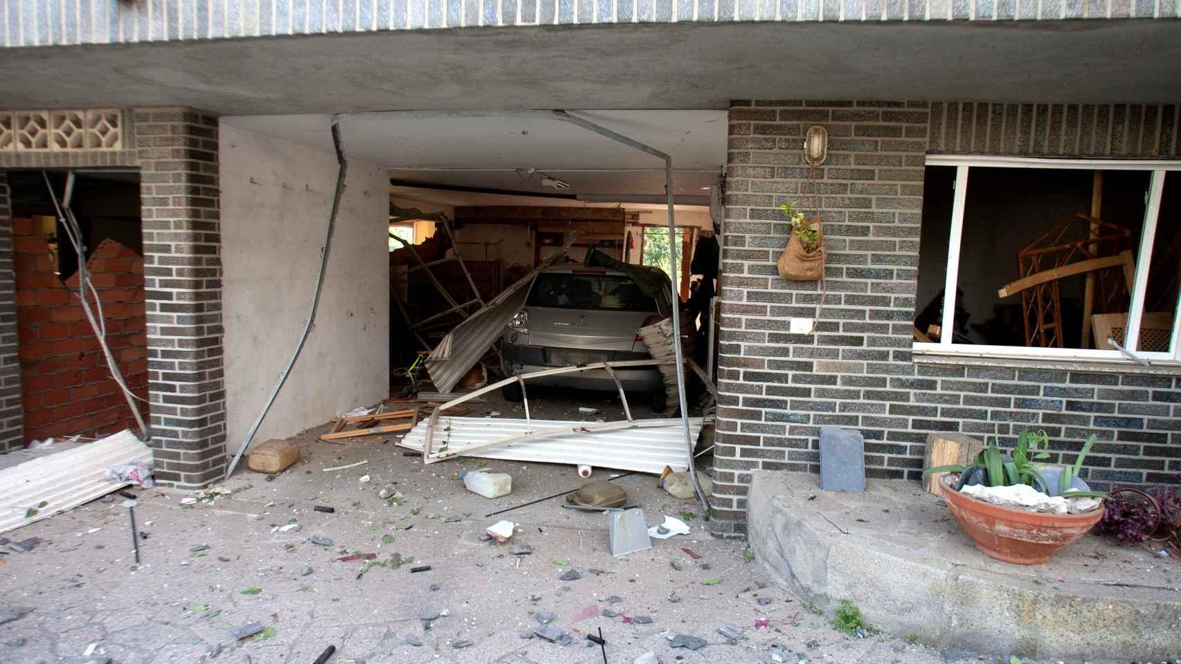 Las casas más cercanas a la zona cero han sufrido daños importantes.  / Efe