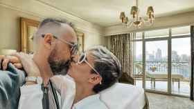Risto Mejide y Laura Escanes en un montaje del hotel de El Cairo.