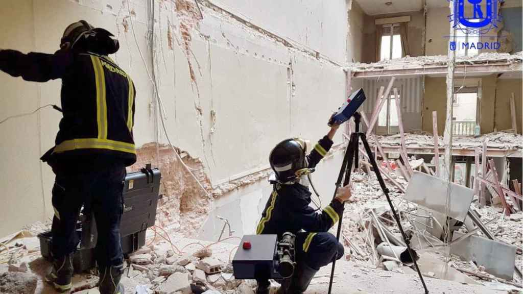 Trabajos de rescate en el edificio derrumbado.