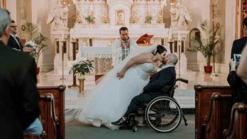 Justin y Sabrina el día de su boda.