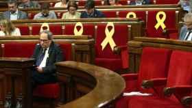 Torra en su escaño del Parlament