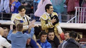 Talavante y López Simón, a hombros