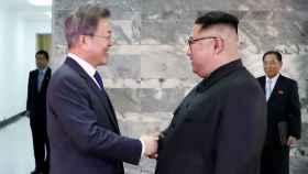 Moon Jae-in y Kim Jong-un durante su segunda reunión en un mes.